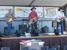 "<div class=""source"">Bob Reichman</div><div class=""image-desc"">The Lee Ann Noel Band performed Saturday afternoon.</div><div class=""buy-pic""><a href=""http://web2.lcni5.com/cgi-bin/c2newbuyphoto.cgi?pub=073&orig=beef%2B008.jpg"" target=""_new"">Buy this photo</a></div>"